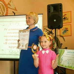 """Светлана и Елена Сергеевна Чебан (номинация """"Песня"""", II место)"""