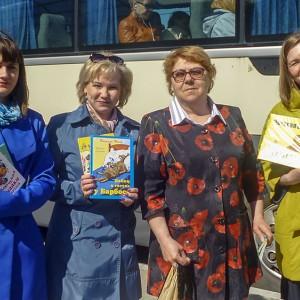 Акция к Общероссийскому дню библиотек «Читающий автобус». Фото 6