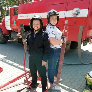 Дмитрий Петухов и Татьяна Печеркина , сотрудники библиотеки