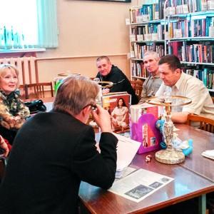 Занятие литобъединения «Надежда» в межпоселенческой центральной библиотеке Коркинского муниципального района